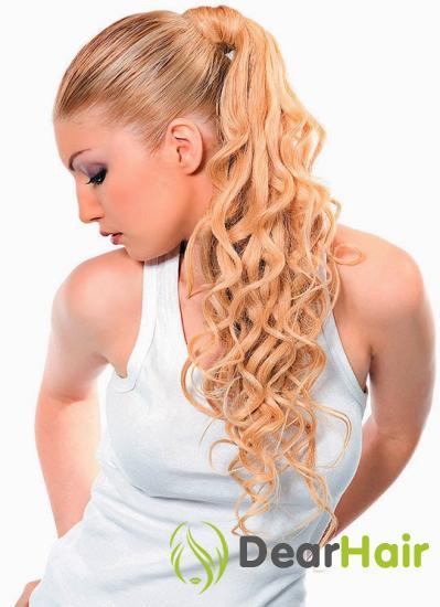 Блондинка в белой майке