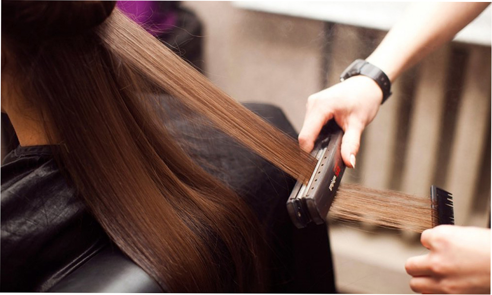 кератиновое выпрямление в салоне для восстановления и лечения волос