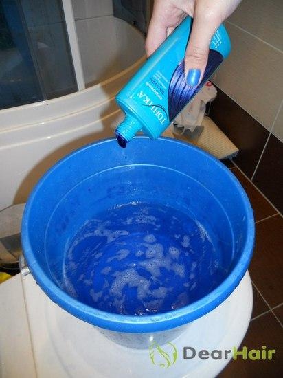 Голубая краска для волос: способы нанесения, эффект