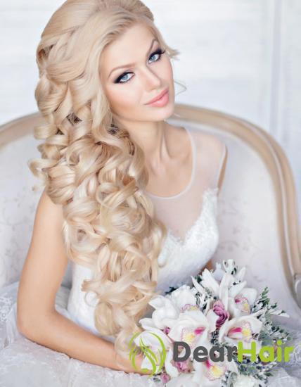 Блондинка с букетом